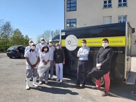 Grâce au soutien des Rotary-clubs gessiens et aux membres du restaurateur O en bouche, 230 repas ont été servis au personnel du centre hospitalier du Pays de Gex, en soutien pour leur travail exceptionnel auprès des malades de l'hôpital.